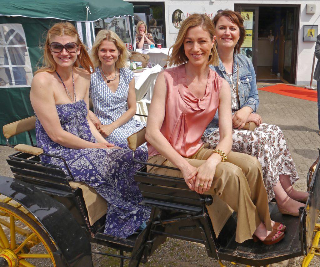 »Die vier Ehrengäste (von links): NinaBott, JessicaBunjes, Julia Stinshoff und Maya Herzbach. (Foto: Graap)