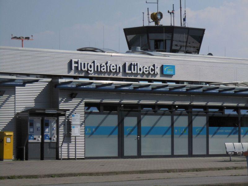 Lübecker Flughafen von Stöcker gekauft.
