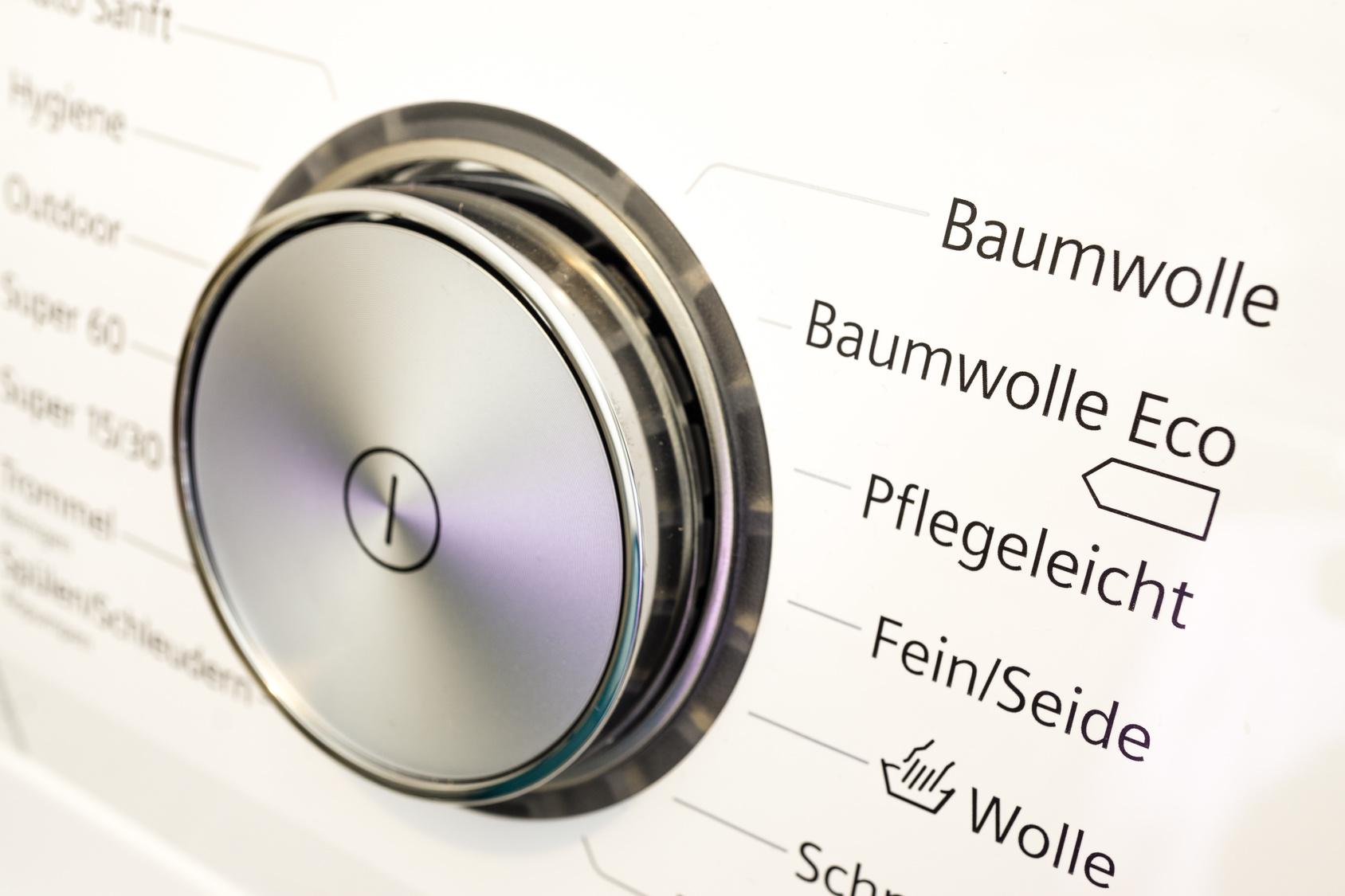  Stromsparende Geräte kaufen: Ob Waschmaschine, Kühlschrank oder Mikrowelle, die Energiebilanz von elektronischen Geräten fällt unterschiedlich aus.
