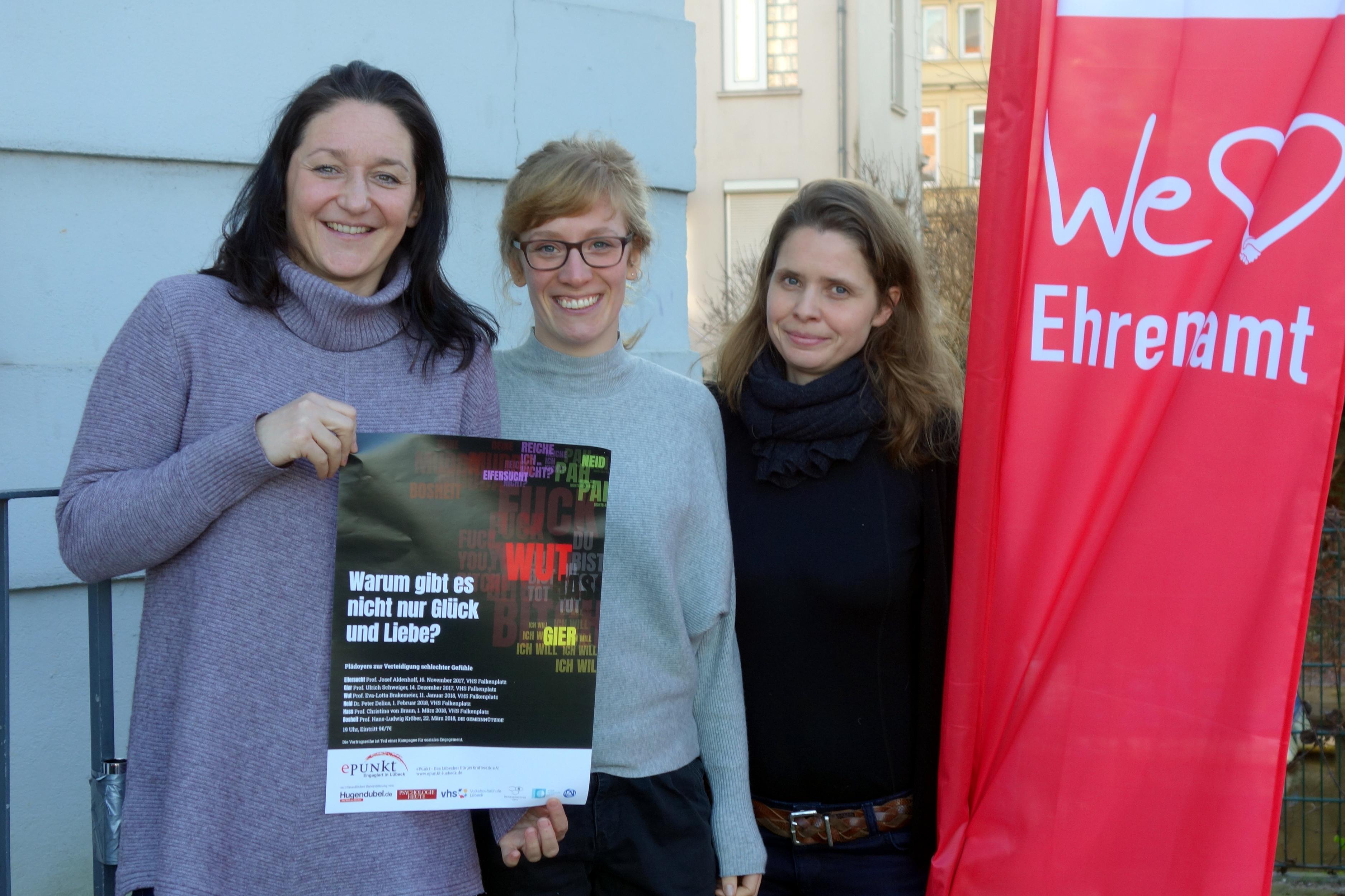 """""""Schlechte"""" Gefühle gibt es nicht: Melanie Wienecke (rechts) mit Katja Nowroth und Daniela Lüdeel (v.l.) vom ePunkt."""