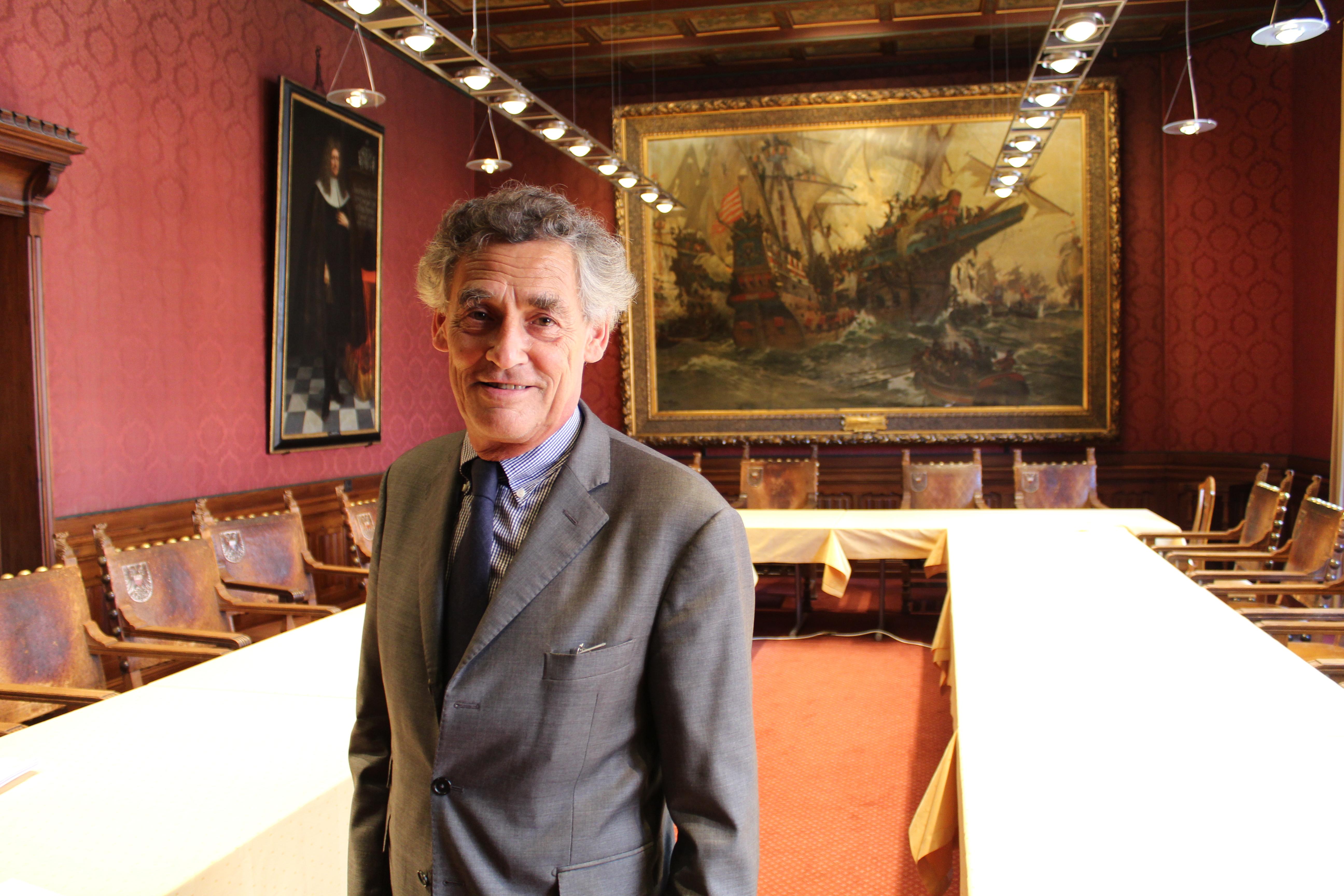 Bernd Saxe im Roten Saal des Lübecker Rathauses.