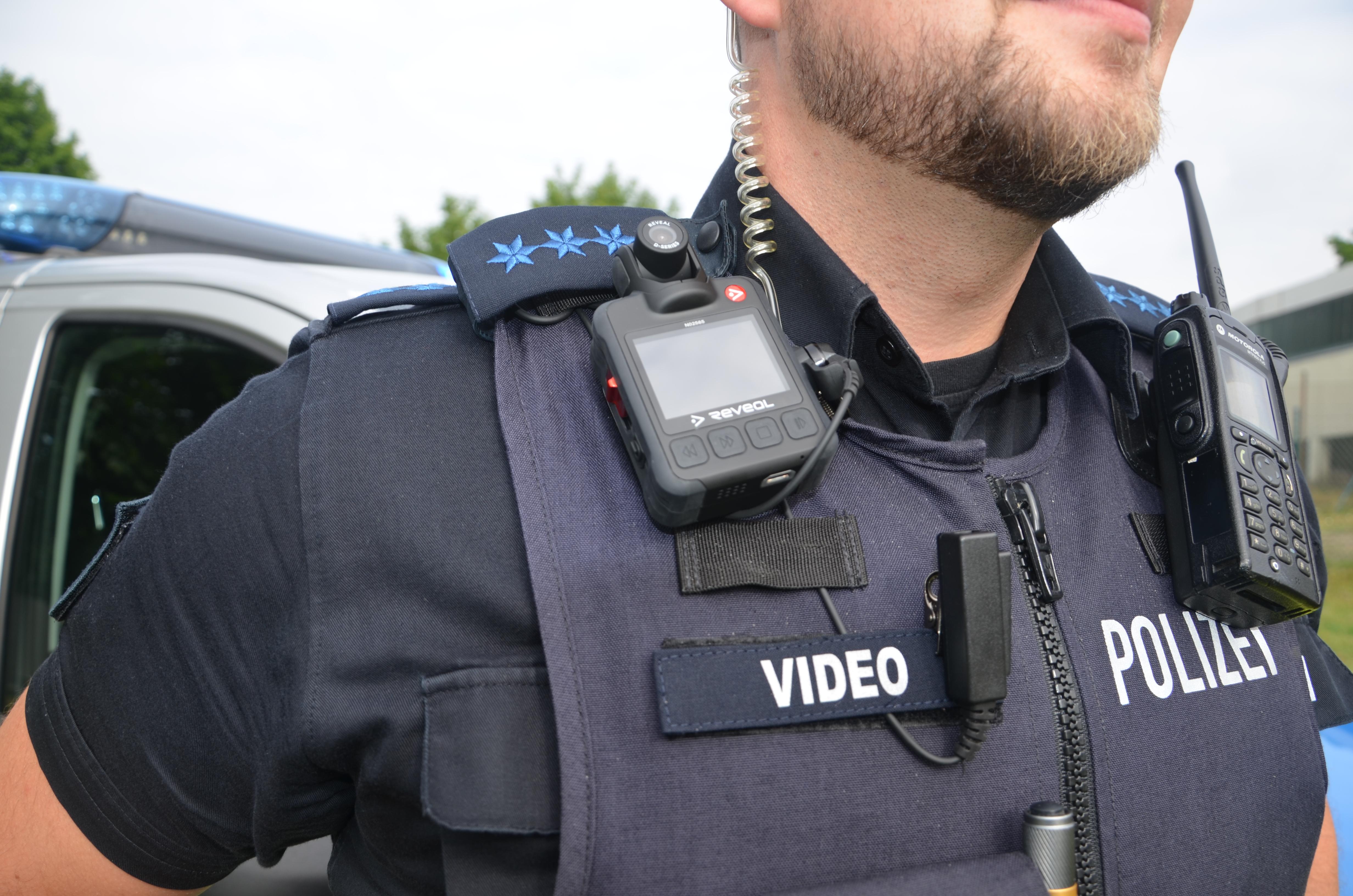 17-jähriger schlägt Polizisten Lübeck