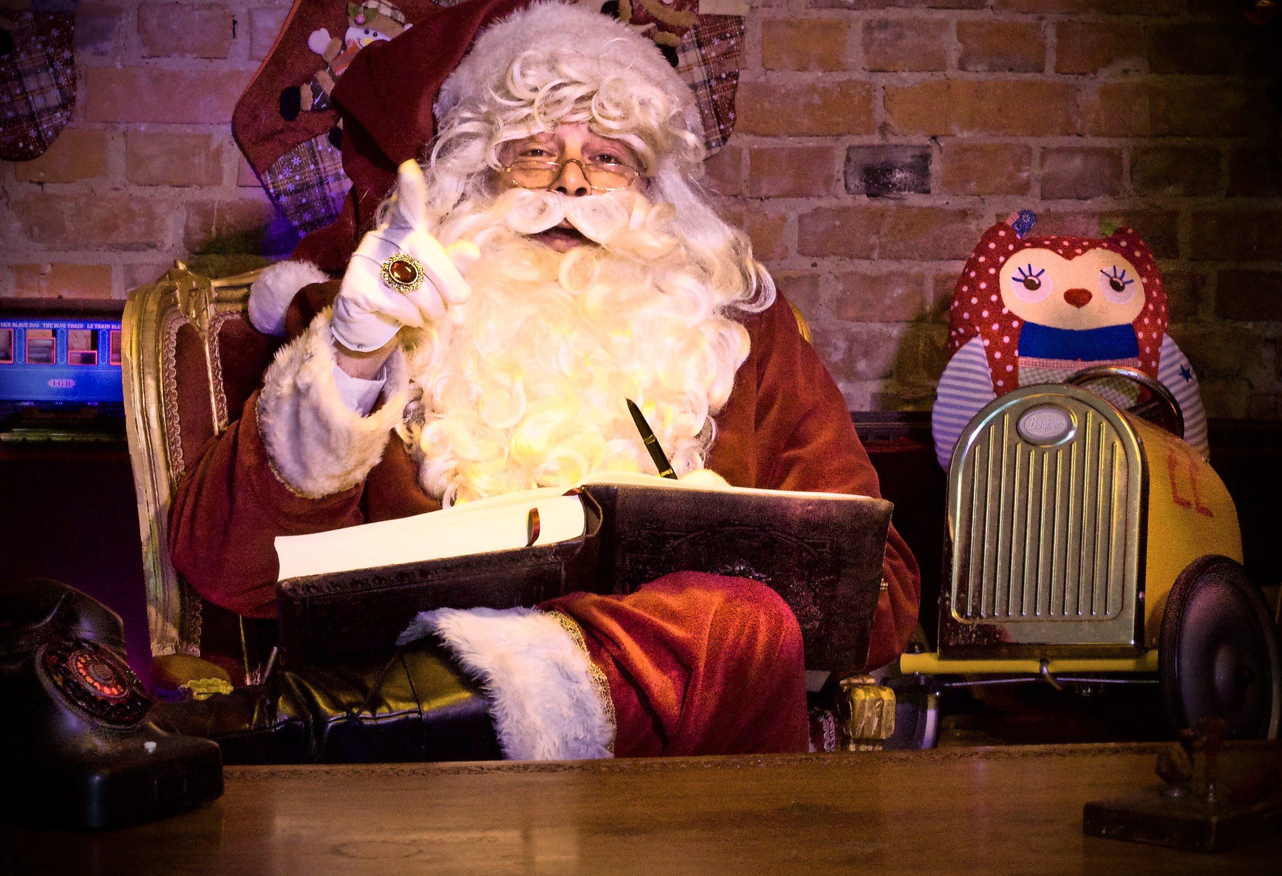 Ab sofort können sich Kinder per Videocall mit dem Weihnachtsmann absprechen. Santa goes digital – der Wochenspiegel hat mit ihm gesprochen.