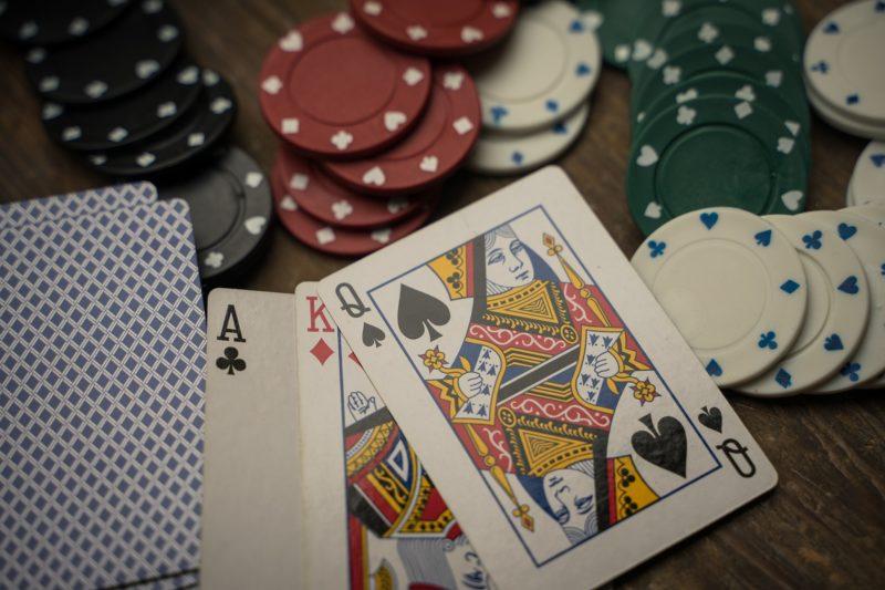 In St. Jürgen wurde eine illegale Pokerrunde auf frischer Tat ertappt. Gegen den 49-jährigen Veranstalter wird ermittelt.