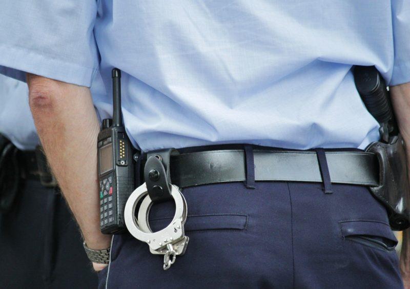 Ein Schwartauer stand vor der Polizeiwache und drohte mit einem Messer, sich für einen vorangegangenen Polizeieinsatz zu rächen