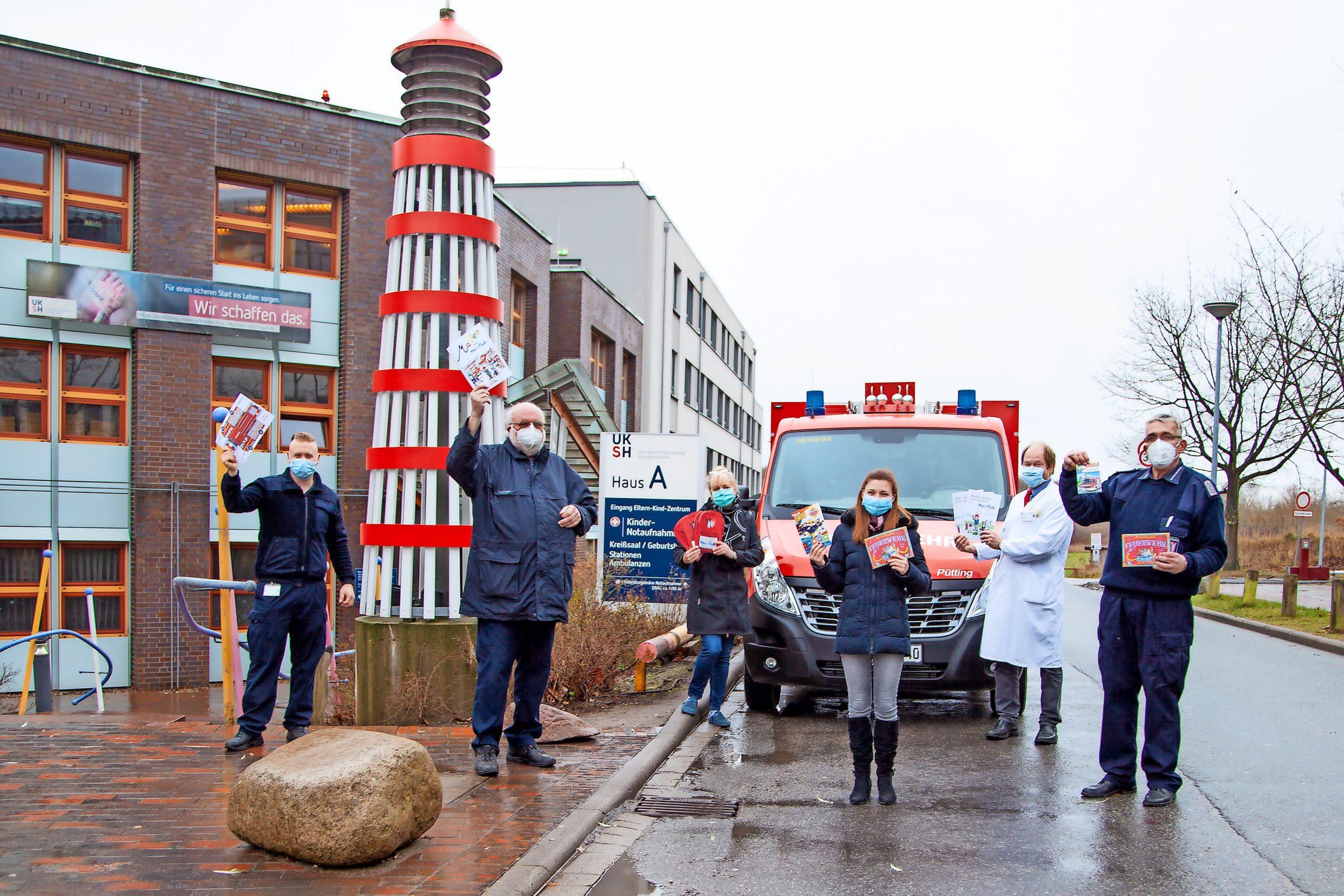 Ein Geschenk für die Patienten der Kinderklinik im UKSH Lübeck: Der Stadtfeuerwehrverband Lübeck überbrachte Malbücher mit Feuerwehrmotiven.