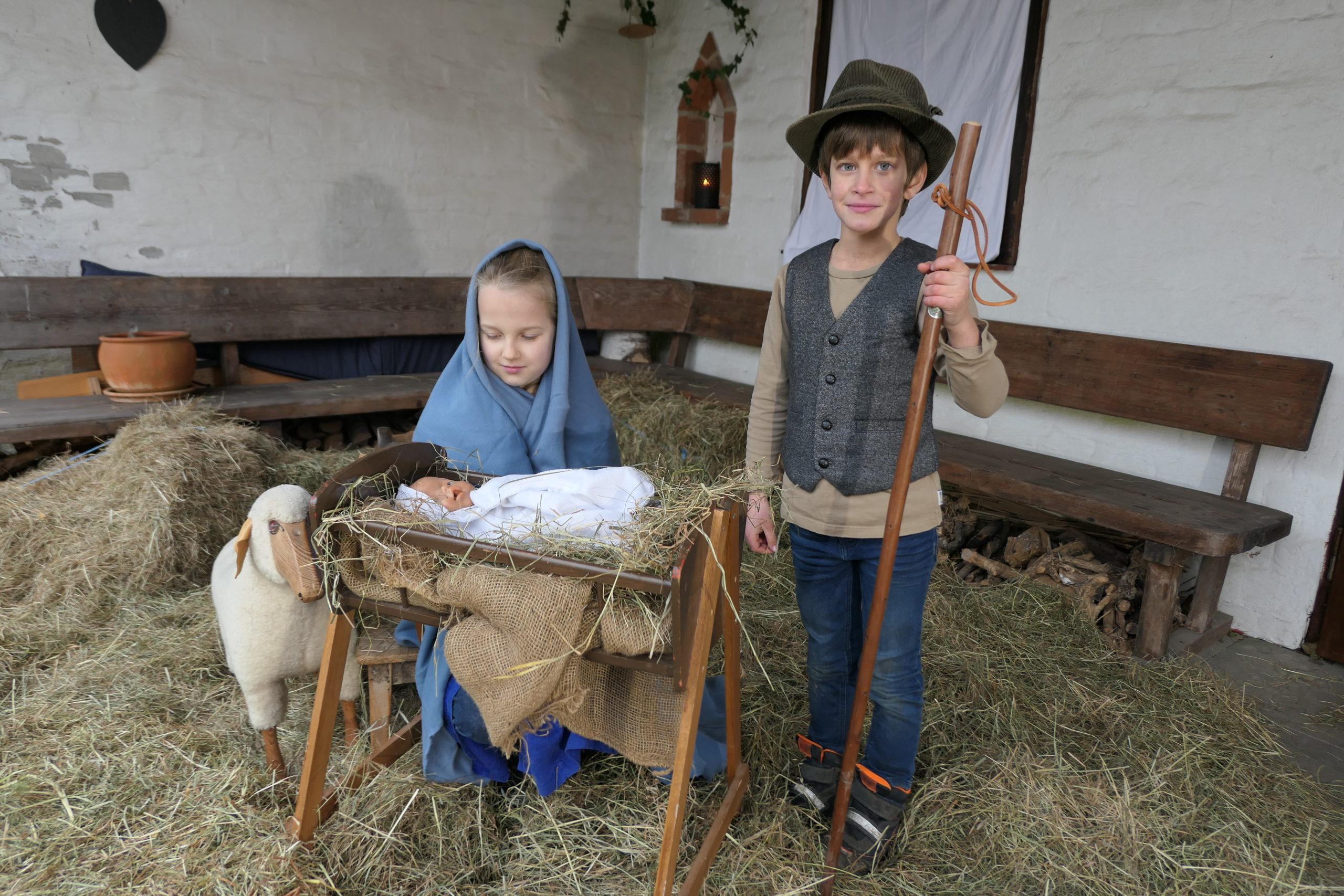 Die Martin-Luther-Gemeinde in Bad Schwartau hat rechtzeitig für Weihnachten eine Weihnachtsmusical-Foto-Story produziert.