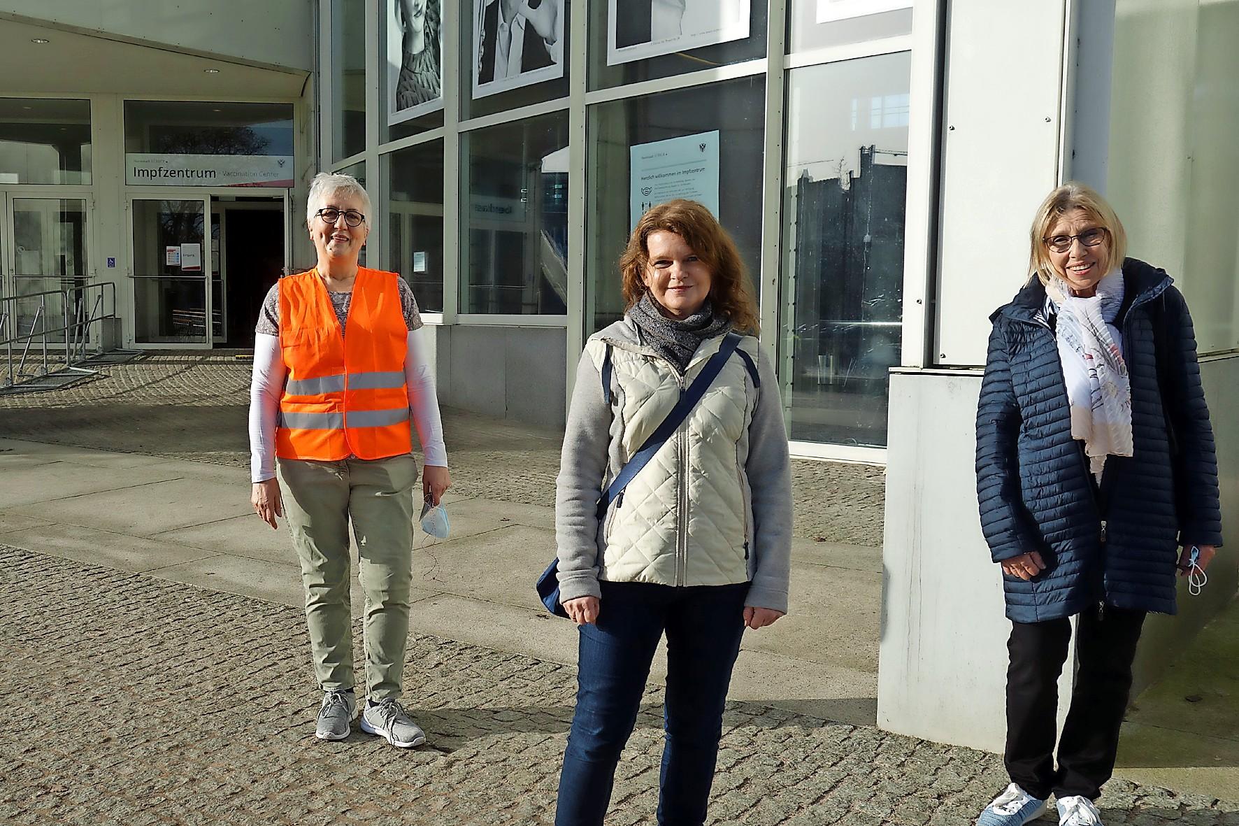 Seit dem vergangenen Wochenende gibt es eine ehrenamtliche Betreuung, die vom  ePunkt Lübeck für Senioren mit Impftermin organisiert wurde.