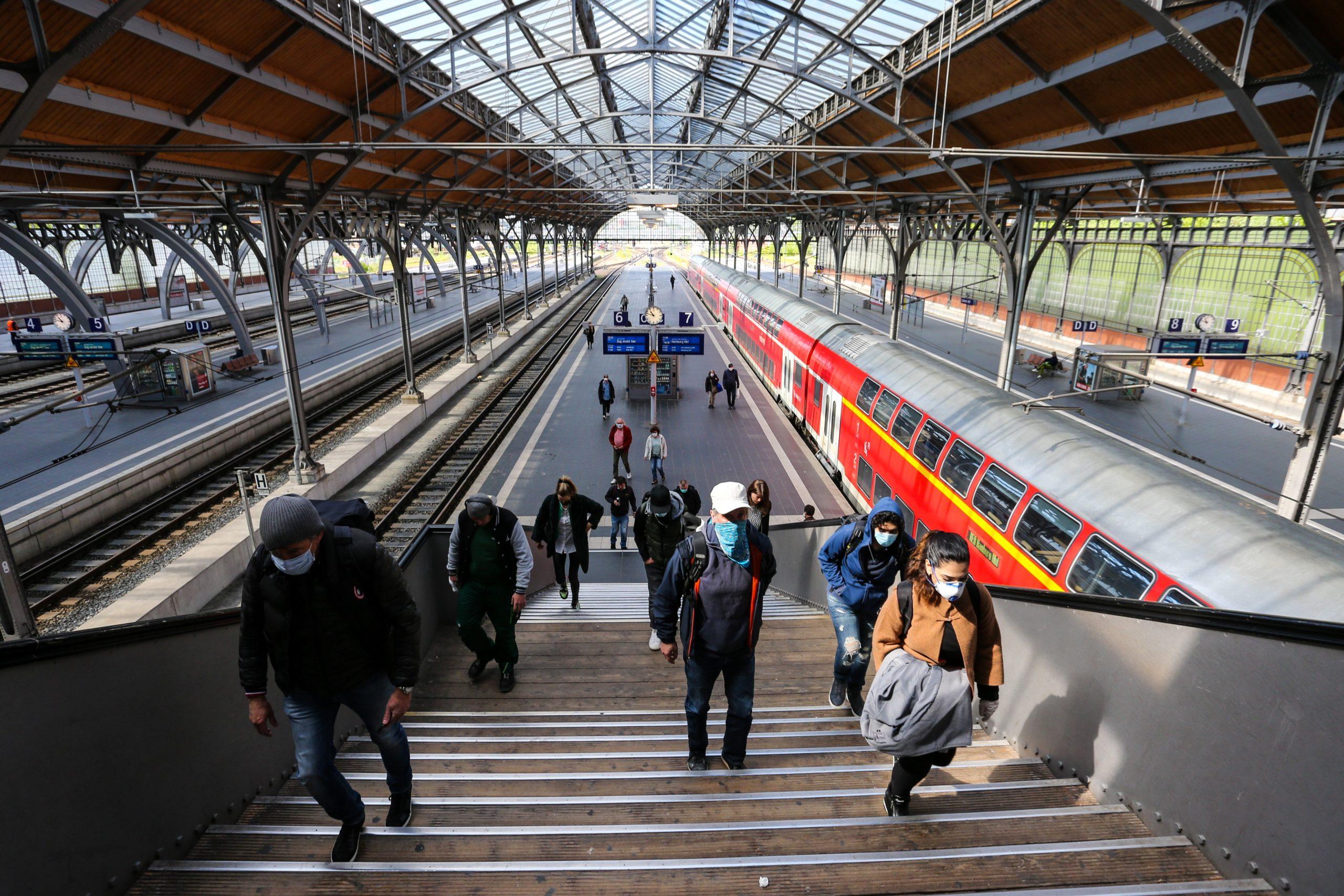 Mann randaliert Hauptbahnhof Lübeck