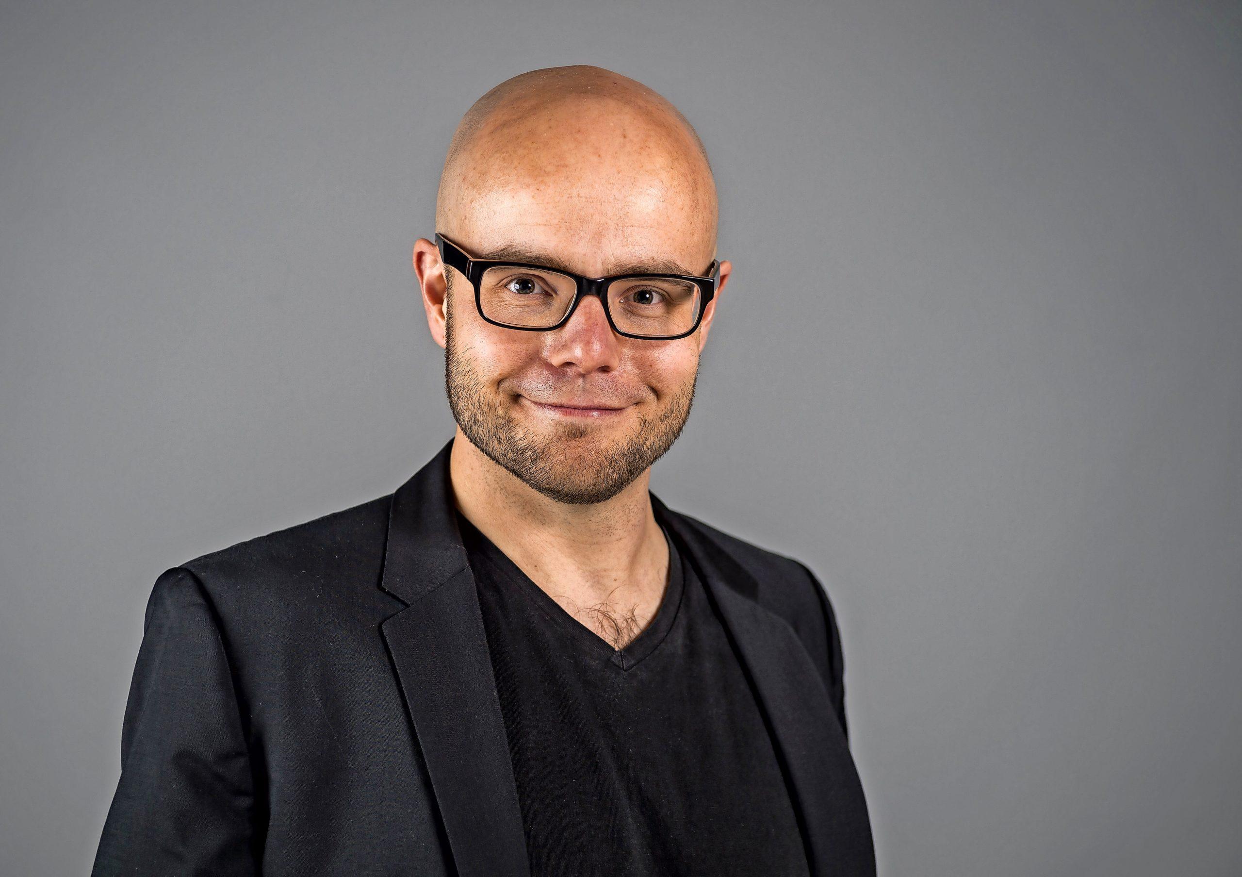 Malte C. Lachmann wird ab der Spielzeit 2022/23 Schauspieldirektor des Theaters Lübeck. Dies entschied der Aufsichtsrat des Theaters.