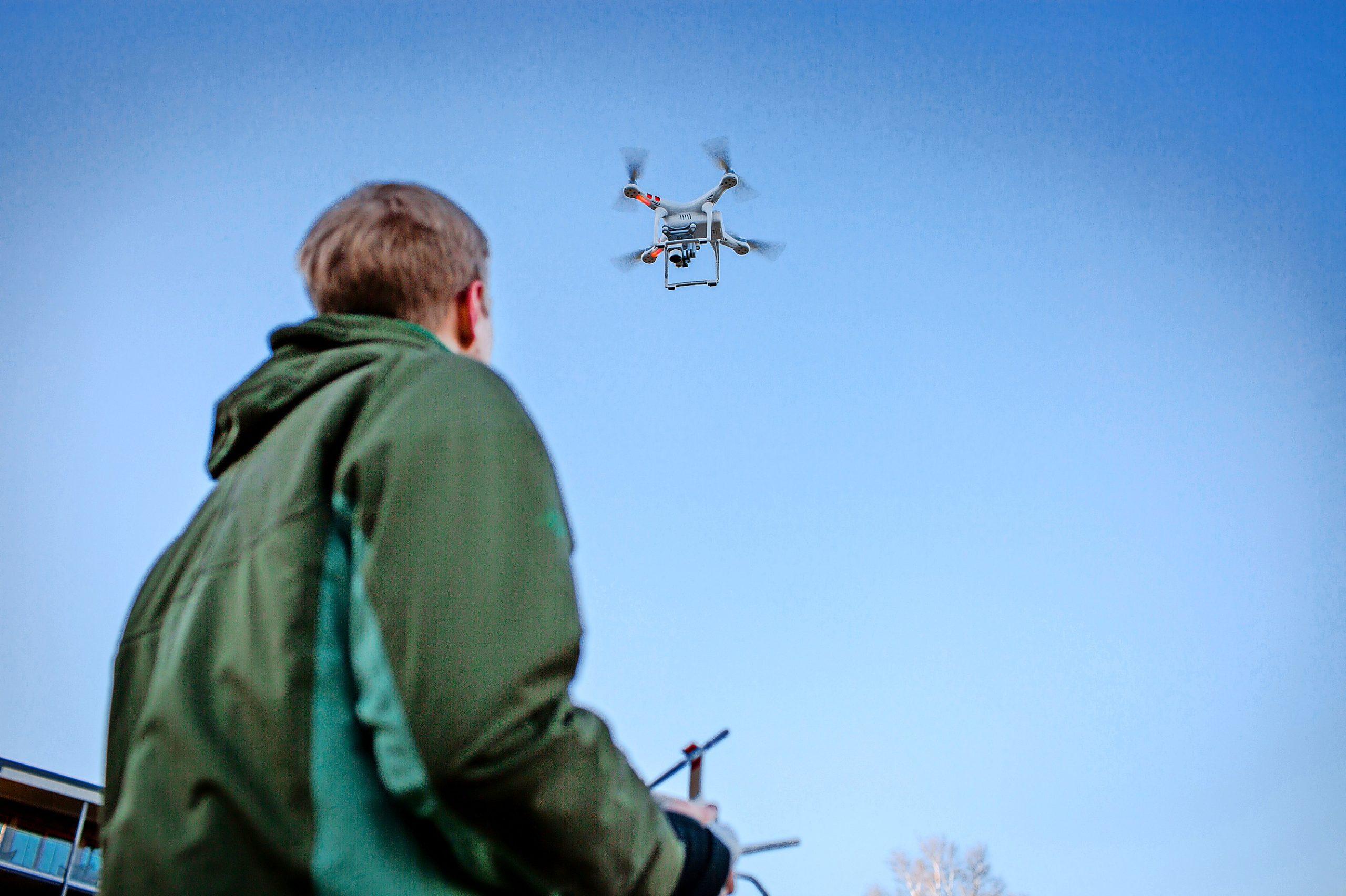 Hobby-Drohnenpiloten sollten allerdings die aktuellen Regelungen kennen, die seit Januar EU-weit für den Flugverkehr mit Drohnen gelten.