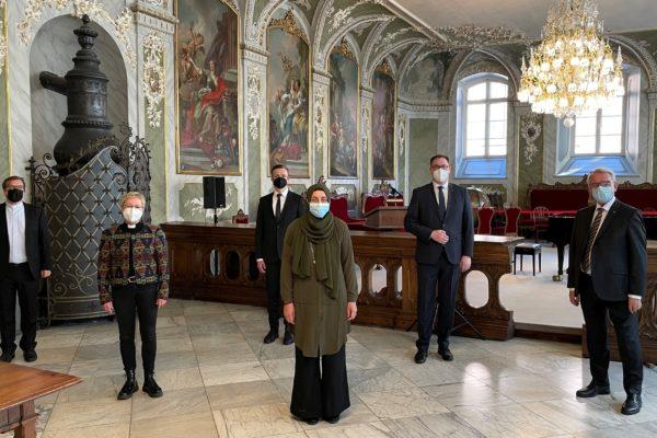 Stadt und Religionsgemeinschaften laden Lübecker zum Gedenken für an und mit Corona Verstorbene und andere Betroffen der Coronakrise ein.
