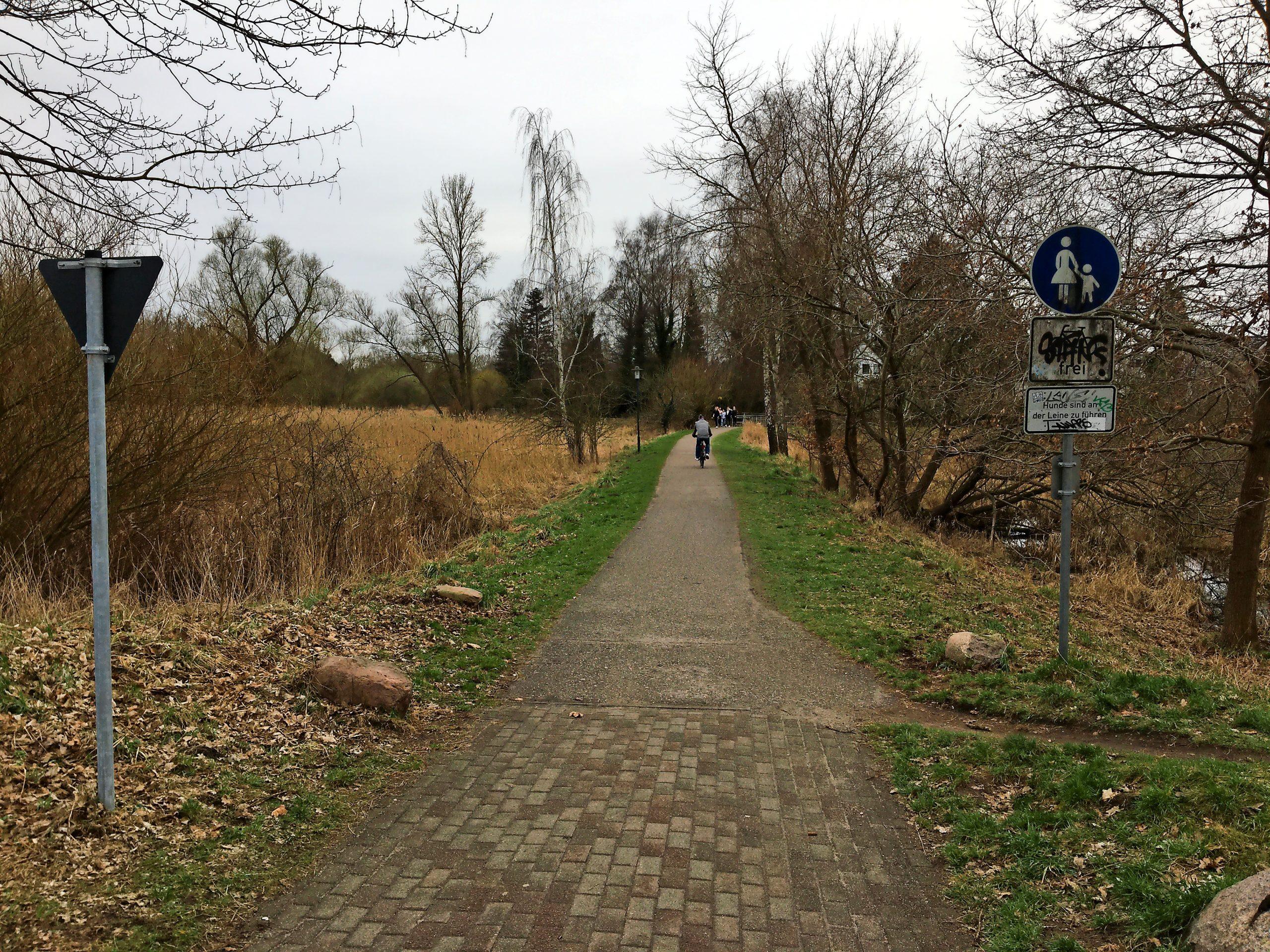 Bad Schwartau soll fahrradfreundlicher werden. Ein Baustein auf dem Weg dorthin: der Ausbau der Geh- und Radwege im Moorwisch- und Bürgerpark.