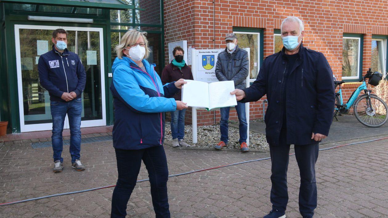 Zu viel Feinstaub, zu viel Lärm, zu viel Müll: Anwohner in Süsel sammeln Unterschriften, weil ein Recyclingplatz die Nachbarschaft belastet.
