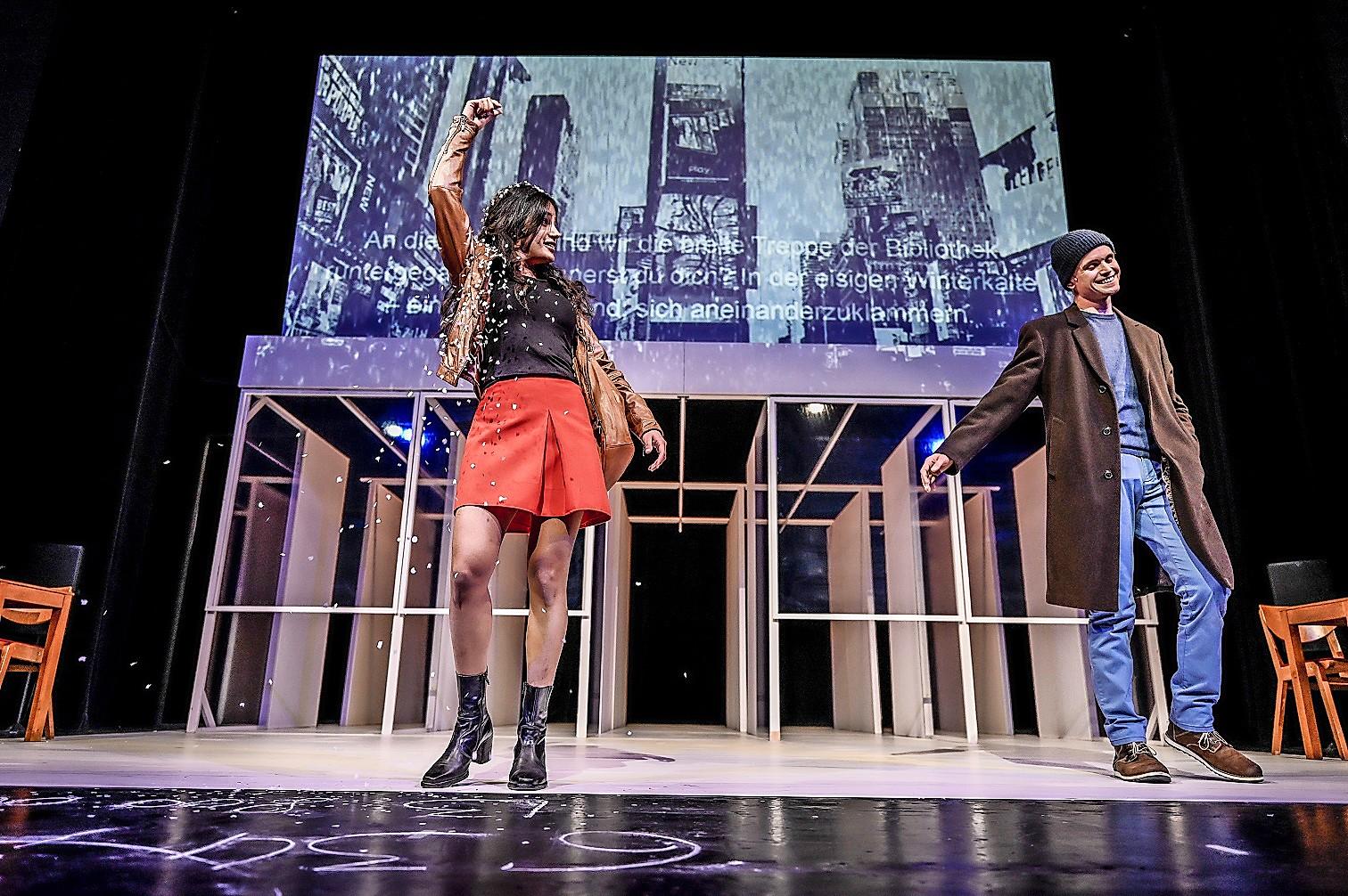 """Das Theater Lübeck bietet die Neuproduktionen """"Vögel"""" und """"Ghetto"""", die im November ihre Premieren erleben sollten, als Online-Streams an"""