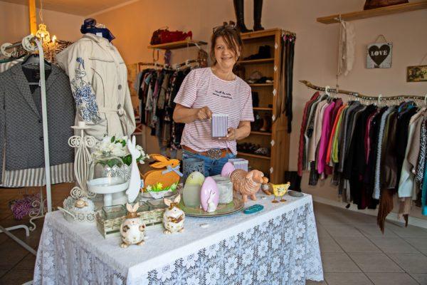 In Stockelsdorf gibt es seit Anfang Januar Das Frauenzimmer, einen Second-Hand Laden: Seit 10. März auch geöffnet.