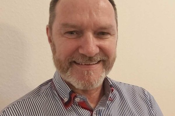 Als Kurzzeittherapie oder zur Überbrückung bis zum Beginn einer verordneten Psychotherapie nimmt Richard Petersen auch kurzfristig selbstzahlende Kassenpatienten auf.