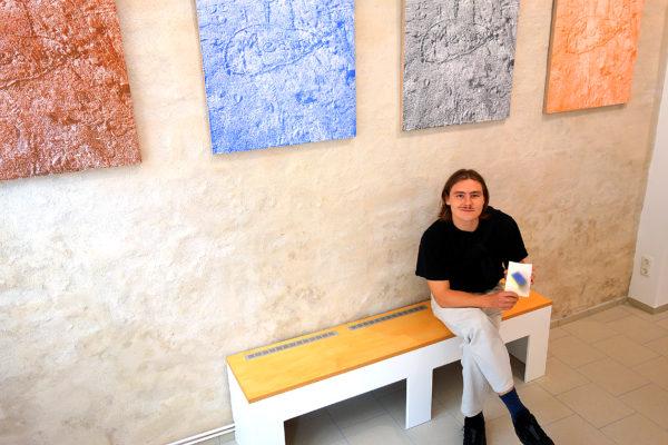 """Leonardo Grünig, 23-jähriger Lübecker Künstler, stellt seine Zeichnungen unter dem Titel """"Blurry"""" in der Galerie Hüx 111, Hüxstraße 111, aus."""