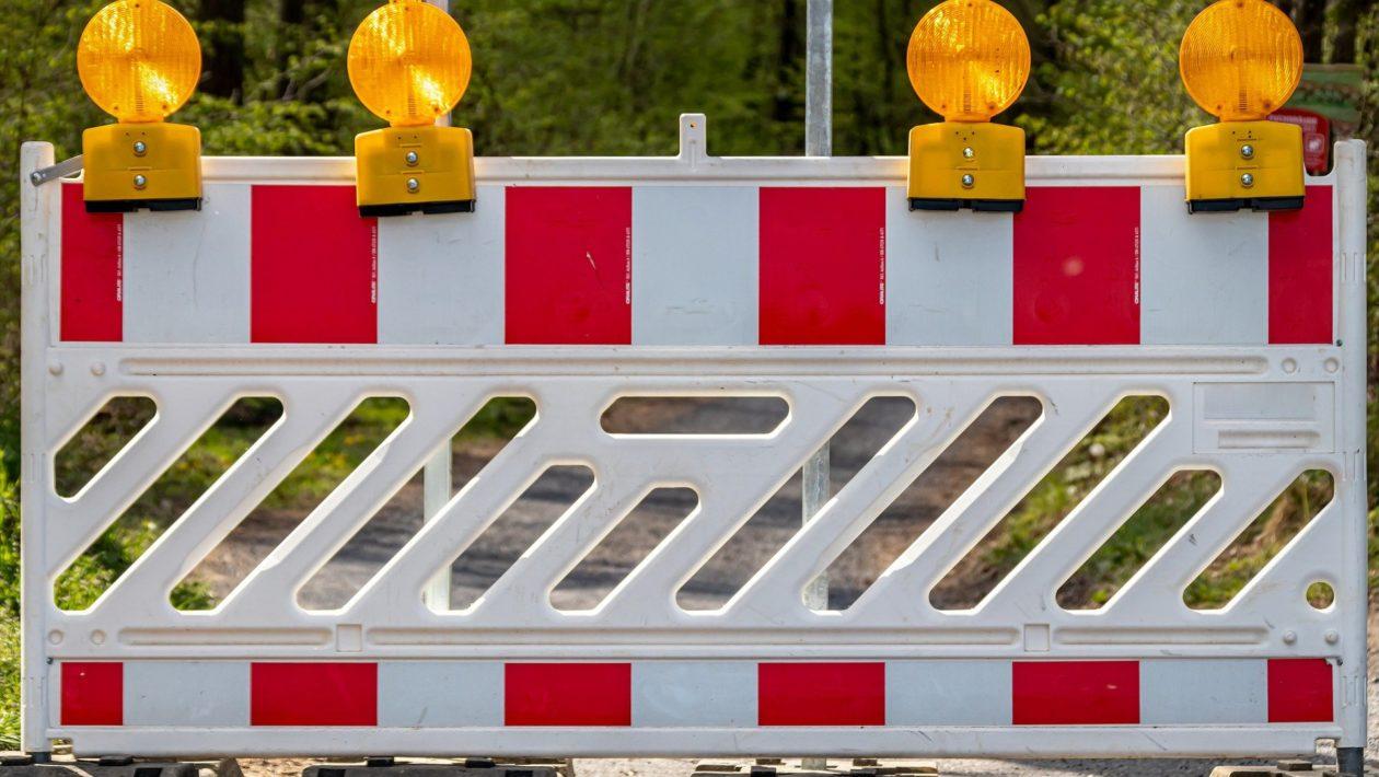 Die Vollsperrung der Mecklenburger Straße für den Verkehr bleibt bis Montag, 18. Oktober, bestehen. Umleitung über die Bundesstraße B 104