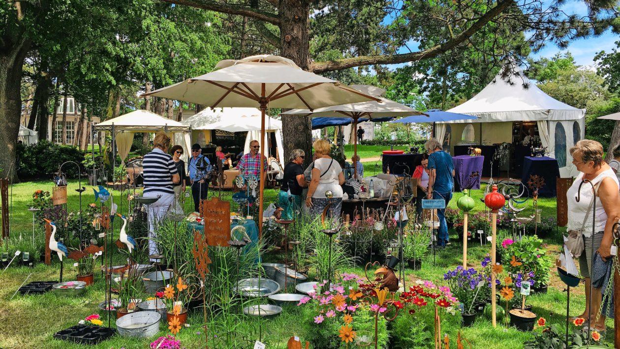 Shoppingvergnügen im Freien: Die Messe garten & style findet vom 27. bis 29. August im Godewindpark in Travemünde statt