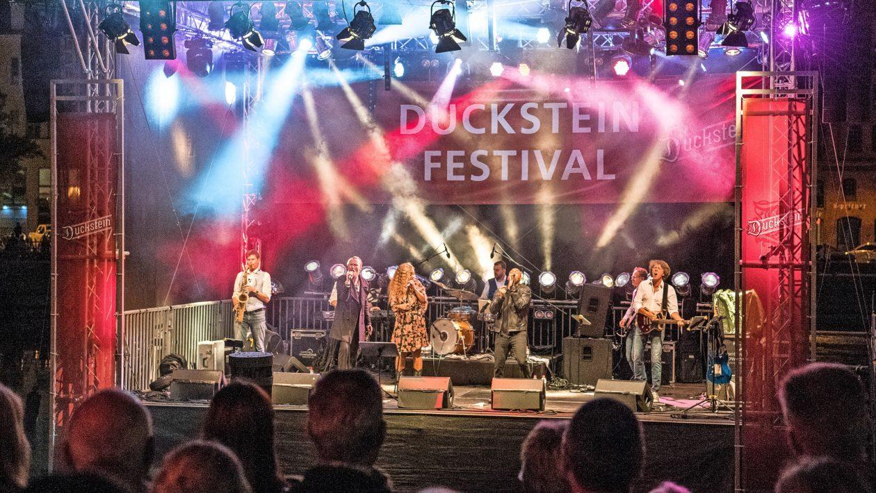 Nach einem Jahr Zwangspause wird vom 27. August bis 5. September wieder das Duckstein-Festival gefeiert - mit Live-Musik und Hygienemaßnahmen.