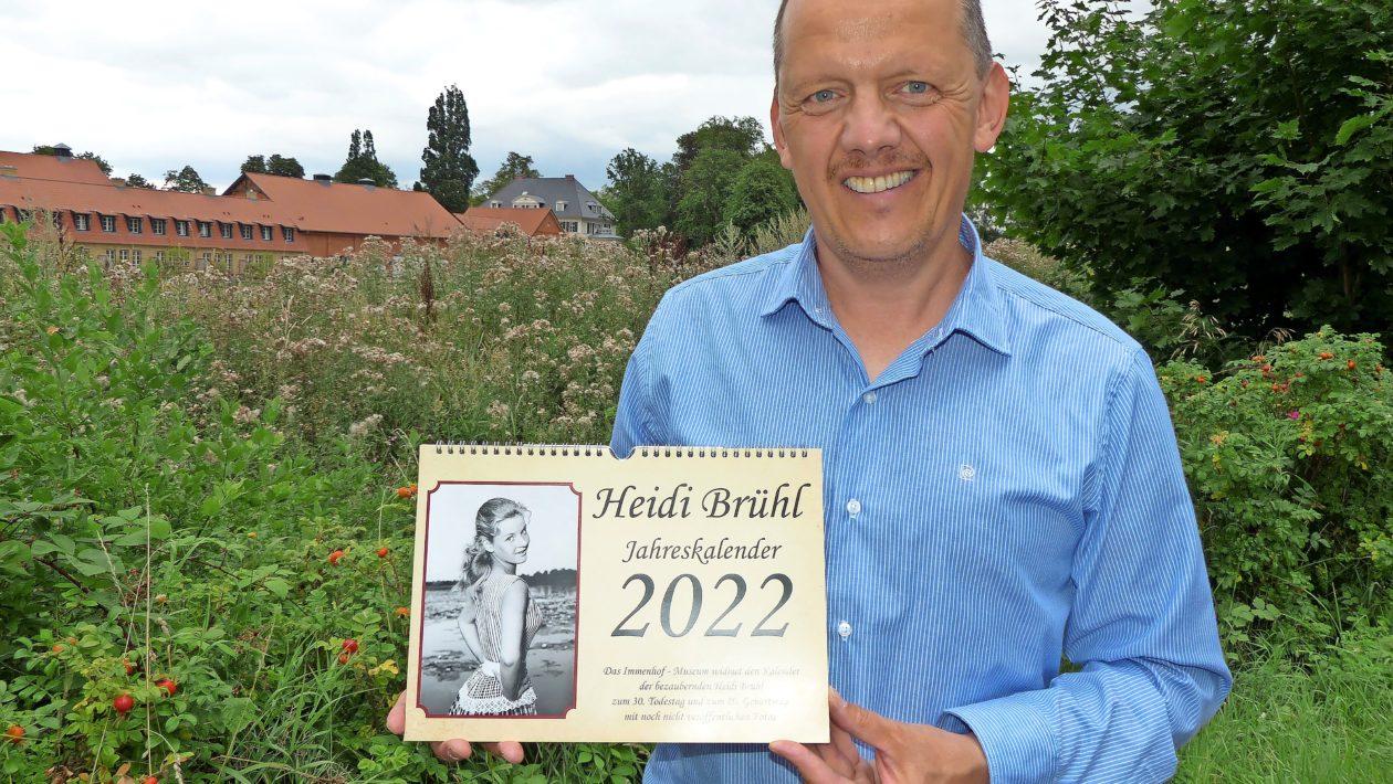 Mario Würz vom Immenhof-Museum bringt einen Filmkalender für 2022 mit der beliebten Schauspielerin Heidi Brühl heraus.