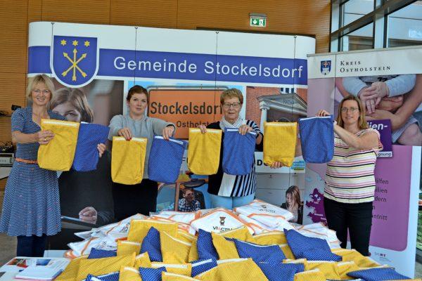 Die Gemeinde Stockelsdorf startet ihr Projekt Neugeborenenbegrüßung. Das Ziel der Neugeborenenbegrüßung ist, Eltern von Neugeborenen beiseite zu stehen.