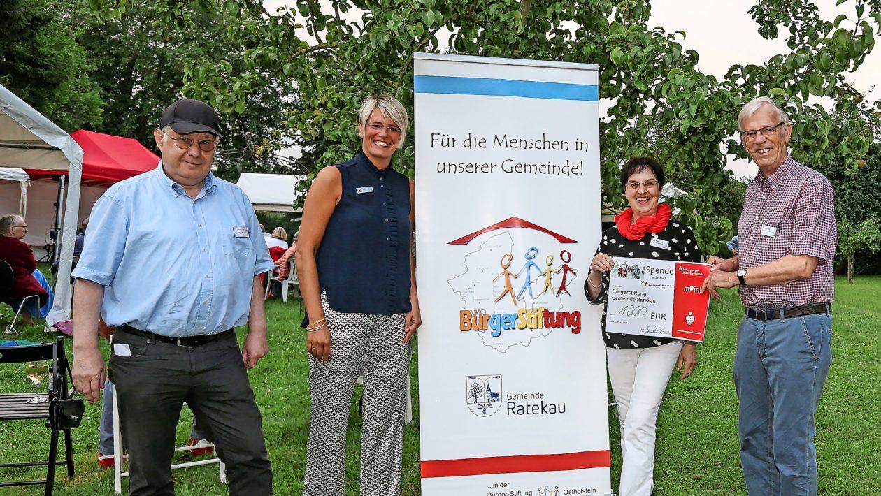 Mit der Spende von der Sparkassen-Stiftung Holstein sollen soziale Projekte in der Gemeinde Ratekau gefördert werden
