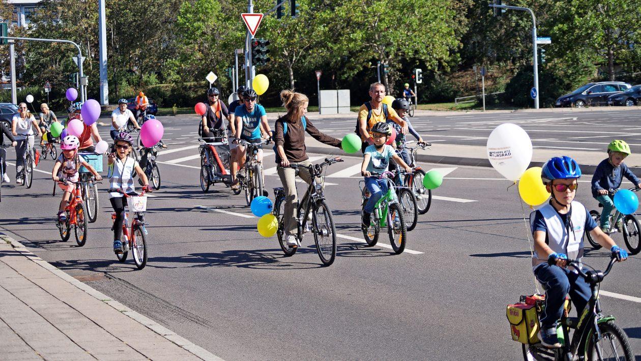 """""""Platz da für die nächste Generation"""" – unter diesem Motto findet am 19. September in Lübeck eine Fahrraddemo für alle von 0 bis 99 Jahren statt."""