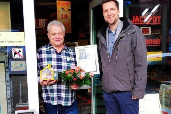Das Ehepaar Fichtner sammelt in seinem Kiosk in Travemünde Spenden. In 14 Jahren sind so über 10.000 € zusammengekommen