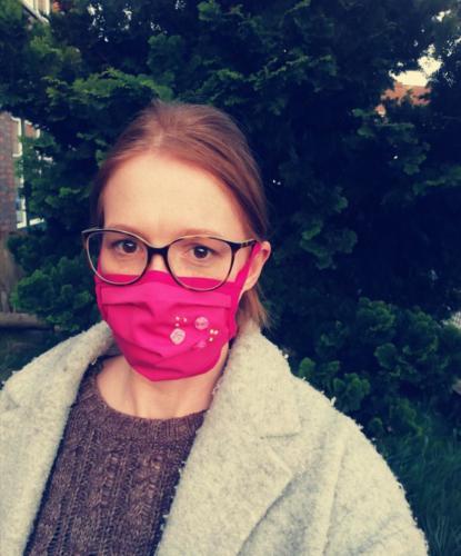 Julia Blumberg hat nicht nur diese sondern auch 180 weitere Masken ffür Familie, Freunde und Bekannte genäht. Was für ein Einsatz!