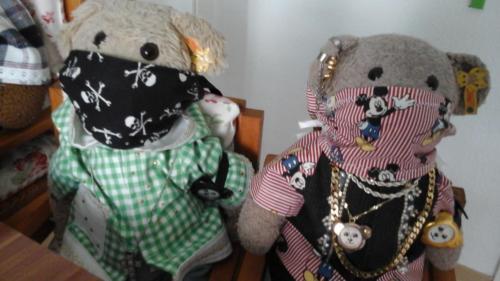 Auch Teddys kann ein Mund-Nasen-Schutz sicher nicht schaden.