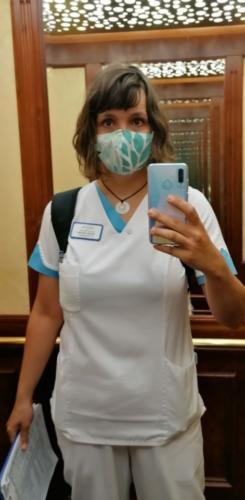 Vera Heusel trägt auf der Arbeit schon seit Wochen ihre selbstgenähten Masken.