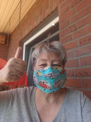 Gabriele Bremer möchte mit ihrer Maske ihre Mitmenschen schützen.